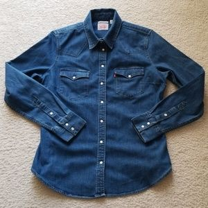 b06c20eb3 Women Levi Denim Shirt Pearl Buttons on Poshmark